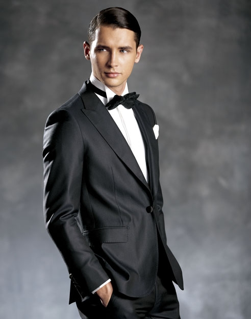 Sophisticated Weddings Suit with a Wing Tip Collared Tuxedo Shirt, makes you stand out from the crowd.