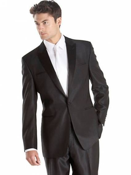 Notch Lapel and pockets without flap,  this elegantly modern tuxedo combines classic style with modern details for formal look that's not fussy. Wear a stylish tie to complete the look of this master piece.